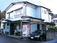外観:asahiya-appearance.jpg,入り口:asahiya-lobby.jpg,客室:asahiya-room.jpg,朝食:asahiya-breakfast.jpg外観