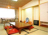 外観:azumakan-appearance.jpg,客室:azumakan-room.jpg,お風呂:azumakan-bath.jpg,お料理:azumakan-dinner.jpg客室