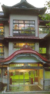 外観:fujisan-r-appearance.jpg,客室の一例:fujisan-r-room.jpg,名物立位浴「白猿の湯」:fujisan-r-bath.jpg,お料理の一例:fujisan-r-dinner.jpg外観